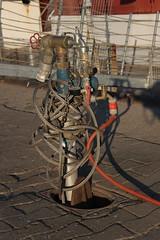 Vers waterkraan op de vuurtorendok-west (Philippe Demeyere) Tags: mer eau belgie zee bateau oostende phare peche zand kraan kust ostende belge robinet visserij kaai vuurtorenwijk