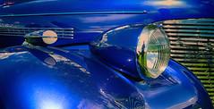 1 x klein , 1 x groot . (roberke) Tags: car auto automobiel old oldtimer chroom reflections reflectie lampen blauw blue lijnen schapes twee 2 outdoor carlights