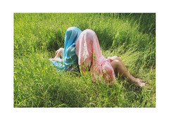 "Akamanakakusamana 9 - ""Together"" (MitikaFe) Tags: akamanakakusamana project conceptual people girl young creative strange anonymous nature sun skyblue pink friends art ghost naturallights grass outdoor"
