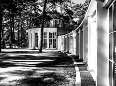 shadow and light (Explored) (claudia.kiel) Tags: deutschland germany ostsee balticsea ostseebad timmendorferstrand kurpark trinkhalle gebude building architektur architecture shadow light monochrome sw blackwhite bw einfarbig