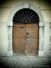 Capo di Ponte- portale (sandra_simonetti88) Tags: portale door porta entrance doorstep soglia volta italia italy capodiponte valcamonica vallecamonica brescia lombardy lombardia entrata ingresso doortrait