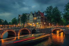 Leidsegracht and Keizersgracht, Amsterdam (tommyferraz) Tags: leidsegracht keizersgracht grachten amsterdam canals cityscape landscape architecture dutch netherlands holland noord long exposure lights