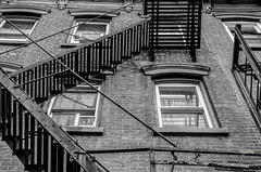 Jersey city_issue de secours (regis.muno) Tags: newyork manhattan nikond7000 usa jerseycity issuedesecours escalier nb bw