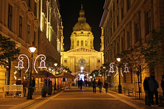 Budapest - the Basilica - chrismas mood 2 (Romeodesign) Tags: christmas street xmas winter church night weihnachten lights hungary market basilica crowd budapest decoration perspective entrance lamps markt ststephen istvn szent 550d zrinyi weichnachtsbaum gettyhungary1