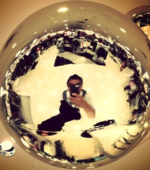 Self portrait globe (Wilson Lam {WLQ}) Tags: hello yah uploaded:by=flickrmobile flickriosapp:filter=mammoth mammothfilter westfieldvalleyfairfoodcourt