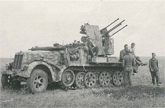 2 cm Flakvierling 38 auf Selbstfahrlafette (Sd.Kfz. 7-1) (Krueger Waffen) Tags: war tank wwii armor armored waffenss flak tanks panzer halftrack secondworldwar afv worldwartwo armoredvehicle armoredcar wehrmacht sdkfz pzkpfw selfpropelledgun flakpanzer flak38 secondworldwartanks worldwartwotanks tanksofthesecondworldwar antiaircraftvehicles