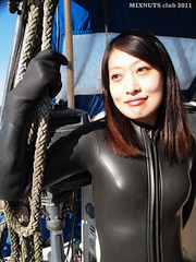 Black1300008b (mixnuts club) Tags: fetish scuba diving rubber diver wetsuits frogwoman