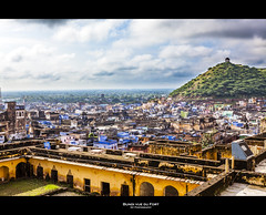 Vue sur Bundi (Guillaume Chanson) Tags: city sky cloud architecture canon town village fort ciel nuage ville colline inde bundi canoneos5dmarkii