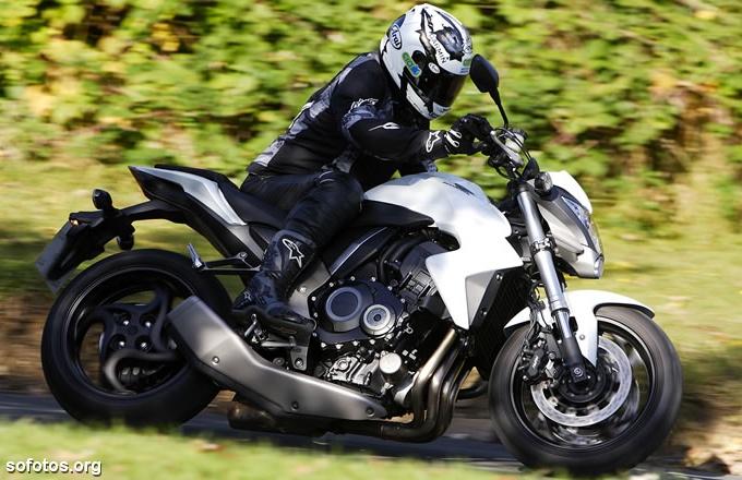 Honda CB1000R na estrada