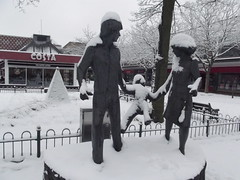 Snow in Mell Square, Solihull - Family Outing (ell brown) Tags: greatbritain trees winter england costa snow tree statue unitedkingdom westmidlands solihull hmv familyouting tkmaxx costacoffee mellsquare johnravera johnraverafrbs norwichunioninsurancegroup