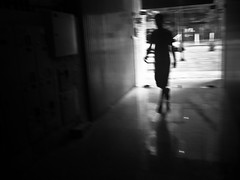 Londrina/PR - Jan 2013 (Lucas R. Silva) Tags: street door city cidade brazil people urban bw silhouette brasil dark walking lumix person photography pessoas flickr shadows streetphotography panasonic urbano londrina silhueta fotografiaderua unasked