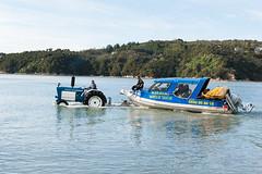 New Zealand - Water Taxi (photofalk) Tags: blue sea tractor slr boot boat nikon wasser traktor taxi nz southisland blau tasman motorboat kajak neuseeland abeltasmannationalpark südinsel marahau travelphotography reisefotografie