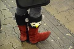 kullisaapad (anuwintschalek) Tags: vienna wien winter red rot penguin austria boots railwaystation paula owl february bahnsteig talv stiefel jaam lapsed viin 2013 saapad punane kull pingviin d7k perroon nikond7000 sigma1770os