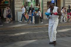 Bball Frat! (romype77) Tags: canon eos 650d t4i ef 50mm stm iii f18 pancake duomo milano milan italy italia people gente strada street landscape panorama piazza square streetartist ballerino dancer dance ballo artista artistadistrada performer