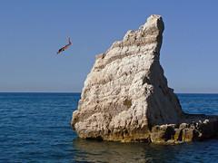 Il tuffo (giorgiorodano46) Tags: luglio2007 july 2007 giorgiorodano tuffo mare sea adriatico portonovo ancona marche italy montale esterina diving