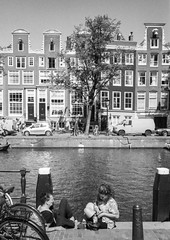 Chat @ Amsterdam (PaulHoo) Tags: contax t2 film analog 35mm trix 2016 bw blackandwhite monochrome city urban holland netherlands architecture building amsterdam people candid streetcandid streetphotography chat women lady