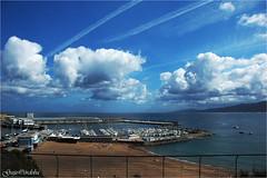 Regreso a puerto (Guijo Crdoba fotografa) Tags: getaria guipuzcoa paisvasco espaa spain mar cantbrico nubes clouds cieloazul orilladelmar playa seaside guijocordoba nikond70s nube cielo puerto flickrtravelaward nikonflickraward
