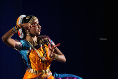 (Palermo Finestra sul Mondo) Tags: bharatanatyam arangetram dance dancer india indian srilanka tamil girl girls dress color colori abito abiti danza classica indiana palermo sicily italia musica music teacher musicisti violino mudra foto photography fotografia documentario documentarian documentaries documentarista ganesh temple teatro theatre rituals ritual rituale indiano tamilnadu south sud voce voice