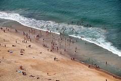 Vamos a la playa (AlessandroDM) Tags: portogallo portugal nazar oceanoatlantico