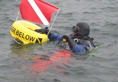 7174 (chemsuiter) Tags: harbor drysuit diver divecourse
