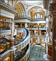The Forum Shops at Caesars Palace (Bert Kaufmann) Tags: panorama usa architecture america mall shopping hotel design us italian unitedstates floor lasvegas forum nevada unitedstatesofamerica columns kitsch caesar panoramic tiles strip shoppingmall shops winkel column caesarspalace amerika hdr architectuur vloer forumshops the winkels italiaans winkelcentrum zuilen colannade theforumshopsatcaesarspalace zuilengang forumshopsatcaesarspalace edelkitsch