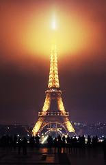 IMG_3562 (Lomophoto56) Tags: christmas light paris france night de moulin rouge la tour arc triomphe eiffel noel coeur trocadero nuit sacr dfense