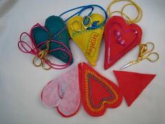 3 alfileteros para regalar a unas amigas queridas (Aida T. de López) Tags: bordado tijeras stickerei broderie ricamo alfileteros pincushins