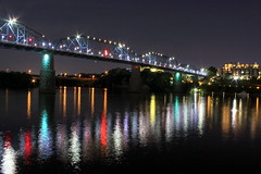 Walnut Street Bridge at Night (SeeMidTN.com (aka Brent)) Tags: bridge reflection chattanooga night tn tennessee walnutstreetbridge tennesseeriver bmok