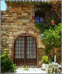Porte et fenêtre d'une maison de Castelnou (bleumarie (absente)) Tags: mfcc photomariebousquet
