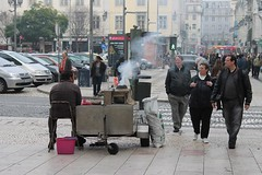 Portugal - Lisboa (Rossio) (xpgomes12) Tags: portugal lisboa lisbon baixa venda rossio assar castanhas assador lisbonscapes