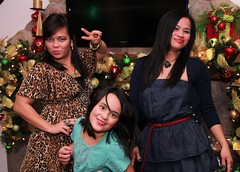 Christmas '12082 (Ramon Marcelino) Tags: friends party portrait holiday pose asian fun december flash christmasparty tamron 2012 zoomlens strobist tamron1750mm28 60d filipinabeauties philippineroots