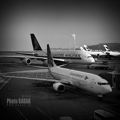 A380 & Boeing 737 (BABAK photography) Tags: travel bw hongkong aviation jfk babak singaporeairlines airbusa380 boeing737 aviationphotography airbusa380andboeing737 a380vs737