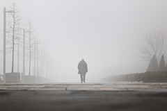 Un paseo entre la niebla. (dMad-Photo) Tags: madrid city morning people paisajes mist maana fog portraits landscape gente walk candid ciudad retratos paseo niebla madariaga robados mjdmg dmadphoto dmadphotogmailcom
