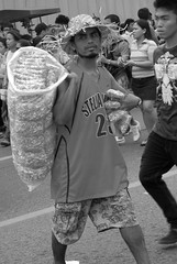 Popcorn vendor (ubo_pakes) Tags: street city portrait people bw food man hat photography photo blackwhite nikon asia fiesta philippines parade snack cebu vendor snacks procession cebucity seller visayas hawker sinulog solemn d60 ubo 2013 pakes popcprn mygearandme sinulog2013 solemnparade
