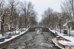 Iced Canal (roevin | Urban Capture) Tags: bridge trees winter sky urban snow tree ice broken water amsterdam weather architecture buildings boat canal bright snowy thenetherlands houseboat center gable reguliersgracht