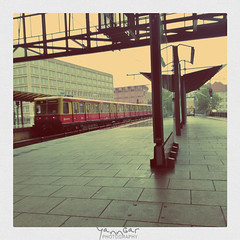 Lomogram SBahn (@YannGarPhoto) Tags: windows berlin train germany deutschland nokia lomo lomography phone gare platz s application alexanderplatz alexander sbahn 75 bahn 800 allemagne carr lumia lomogram yanngar