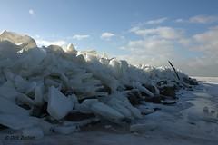 kruiend ijs bij Het Paard, vuurtoren Marken (dcjz) Tags: winter hetpaard kruiendijs vuurtorenmarken