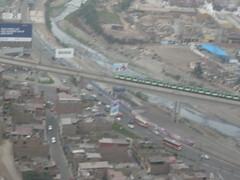 Tren Eléctrico de la Línea 1 saliendo del distrito de San Juan de Lurigancho (fabriziocarballogerman) Tags: cerro sancristóbal lima perú tren linea1 metrodelima viaducto sanjuandelurigancho