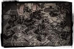 D3279-Homenaje a la fotografa (I) (Eduardo Arias Rbanos) Tags: composiciones compositions cmaras camera appareilphotographique fotografa photography eduardoarias eduardoariasrbanos panasonic lumix g6 mercadillo streetmarket marchauxpuces