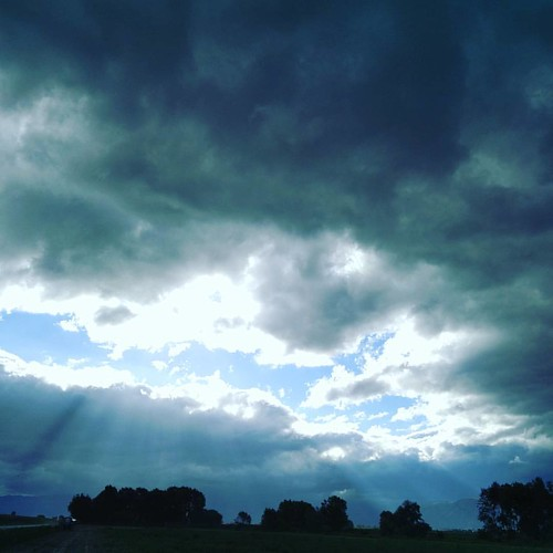 È proprio vero che il cielo è blu sopra le nuvole!