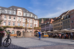 Blue in the City (boettcher.photography) Tags: heidelberg germany deutschland badenwrttemberg sashahasha boettcherphotography bike bicycle fahrrad cityhall rathaus stadt city heidelbergaltstadt oldtown