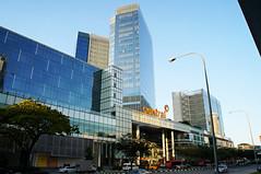 Central Mall [HR] (wansai ounkeo) Tags: street city singapore shoppingmall lamps clarkquay centralmall