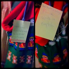 """#SantaClaus ของฉัน...ซ้าย คืนวันที่24 เราเขียนโน้ตถึงsantaว่า""""ไม่ต้องให้ของขวัญ ไม่ได้อยากได้ แขวนเป็นเทศกาลเฉยๆ"""" ภาพขวา เย็นวันที่25หลังจากกลับจากทำงาน มีโน้ตจากsantaใจความว่า """"Dear Santa"""