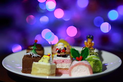 Christmas Short Cakes (♥ Spice (^_^)) Tags: christmas food holiday color cake japan yummy asia illumination noel delicious sweets 日本 食べ物 pasko 写真 甘い クリスマス ケーキ ボケ カラー イルミ スウィーツ gettyimagesjapan13q1 ノエル