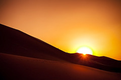 Missing the Desert Sun (Michael Steverson) Tags: sunset orange sun sand desert dune chinadigitaltimes gobi gansu climbers dunhaung ef1740mmf4lusm canoneos5dmarkii