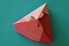 Pyramidal Lid With Ribbons
