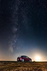 Mi coche, la va lctea y la luna. My car, the milky way and the moon. (Carlos Garca-Donas Fernndez) Tags: longexposure largaexposicin night noche stars estrellas luna moon