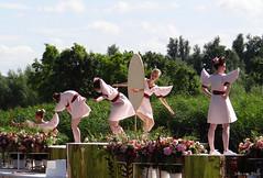 Perfectie in Reflectie_04115-imp (John van Rhijn) Tags: varendcorso2016 johnvanrhijn perfectieinreflectie vlaardingervaart vaart schipluiden girls