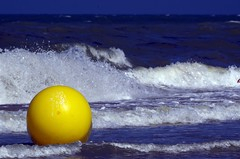 jaune - gelb - yellow (Knarfs1) Tags: jaune gelb yellow boje ball sea dee meer brandung welle wave