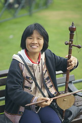 _DSC2277   Vietnamese musician (Seaton Carew.) Tags: musicaltalent femaleartists performers harp vietnamesefiddlemaybe outdoors portrait